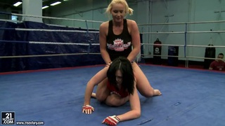 Aagell Summers and Kathia Nobili fight in the ring