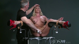 BDSM XXX Mouthy submissives get lesson before squirting Thumbnail