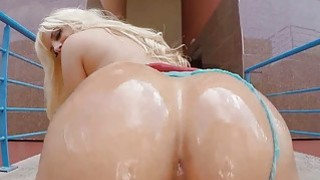 Blondie Fesser show her blowjob skills