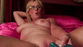 Closeup shooting of mature pussy getting toyed
