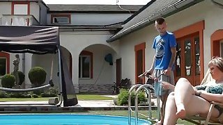 Pool guy and the plump babe in face sitting play time Thumbnail