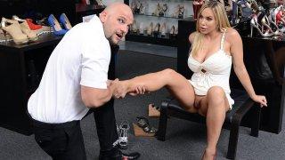Horny milf indulge into foot fetish