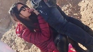 Amateur Chinese chick and her boyfriend bang doggy style outdoor Thumbnail