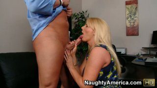Hussy milf Karen Fisher gives hot blowjob and getting nailed on the first date Thumbnail