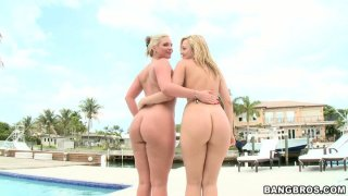 Bootylicious blondes Alexis Texas and Phoenix Marie demonstrate their fat asses Thumbnail